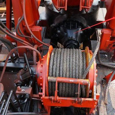 打桩机配置液压绞车